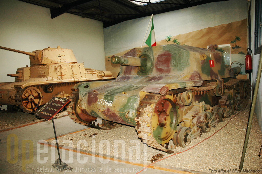 """Estes carros italinos, o """"Semovente M42"""" e o """"Ansaldo-Fiat M15/42"""", combateram n Norte de África"""