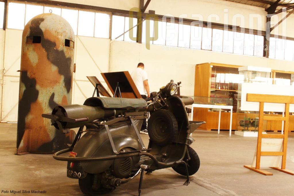 """A """"Vespa"""" anti-carro, com um canhão sem recuo de 75mm, destinada aos pára-quedistas franceses"""