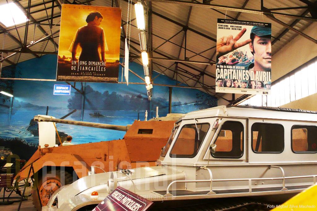 """Junto a curiosidades civis e algumas destinadas ao cinema, o cartaz do filme de """"Capitães de Abril"""", no qual o museu colaborou"""