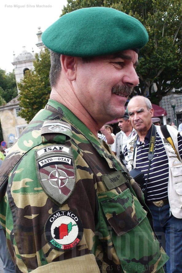 O Sargento -Chefe Pára-quedista Farinha é um dos portugueses que vão ajudar a construir o Exército Nacional Afegão.