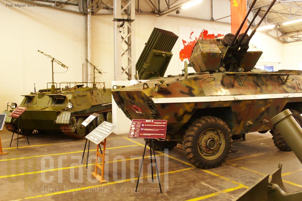 Um BOV-3 sérvio trazido da Bósnia em 1996 e em 2ª plano um SPR 1 de guerra electrónica