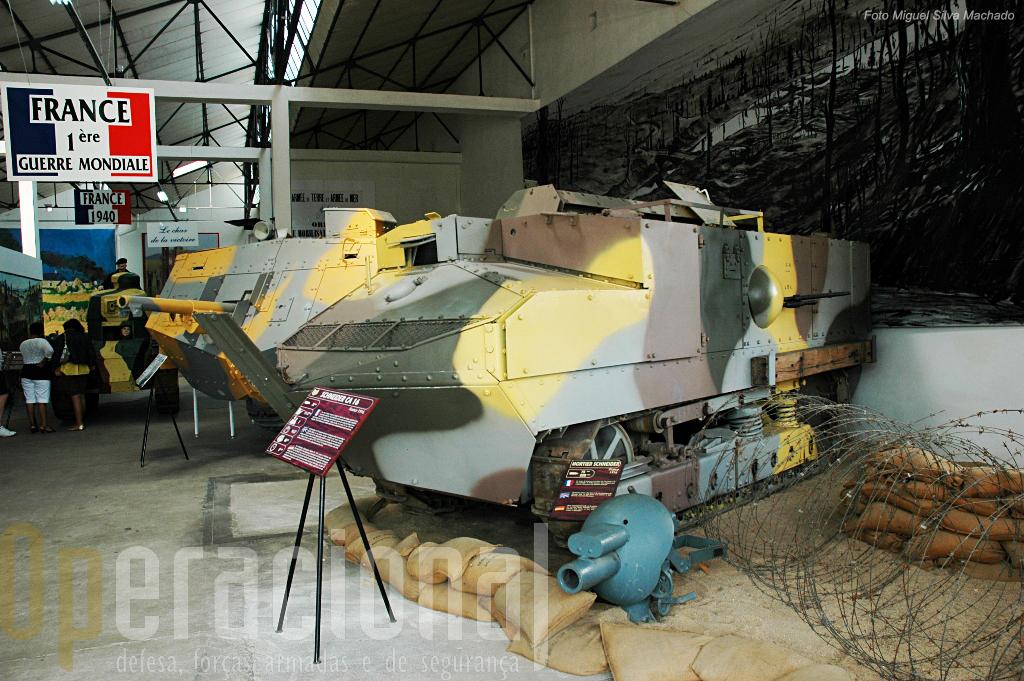 """O carro """"Schneider"""" e o """"Saint-Chamond"""" foram os primeiros usados pela França na I Guerra Mundial"""