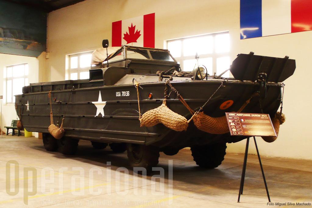 O GMC anfíbio DUKW 353, uma das viaturas mais usadas na 2ª Guerra Mundial quer na Europa quer no Pacífico