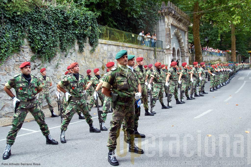 """As forças em parada na """"Volta do Duche"""" estavam sob o comando do Coronel Pára-quedista João Marquilhas"""