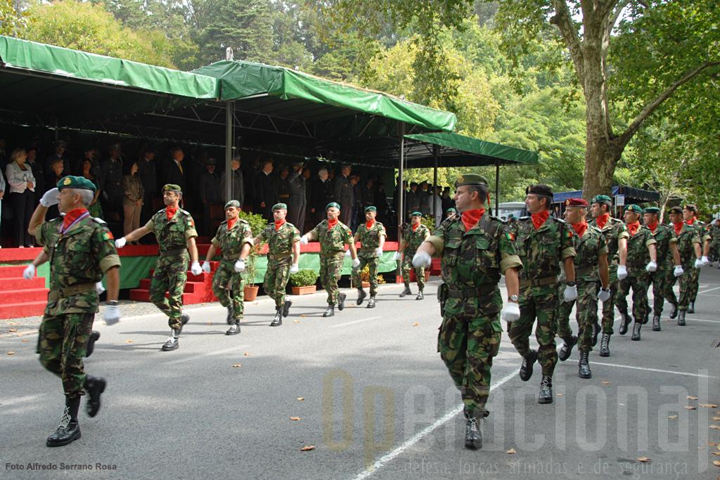 A OMLT que recebeu o Estandarte Nacional é composta por militares de várias unidades do Exército