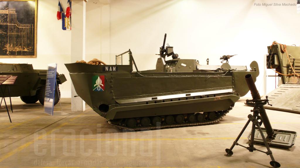 Na Indochina as viaturas anfibias - a maioria excedentes da 2ª Guerra Mundial, como este M29 Crabe da Legião - foram muito utilizadas
