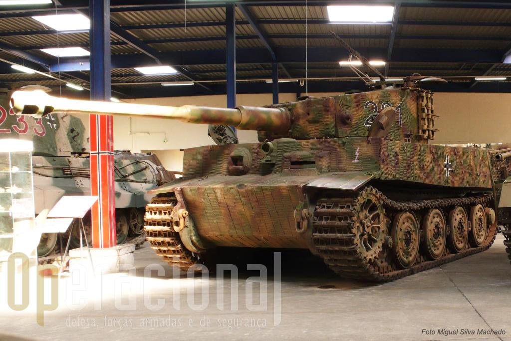 """O """"Tigre I"""" com a conhecida blindagem """"Zimmerit"""" que tinha várias finalidades nomeadamente evitar a colocação de minas magnéticas"""