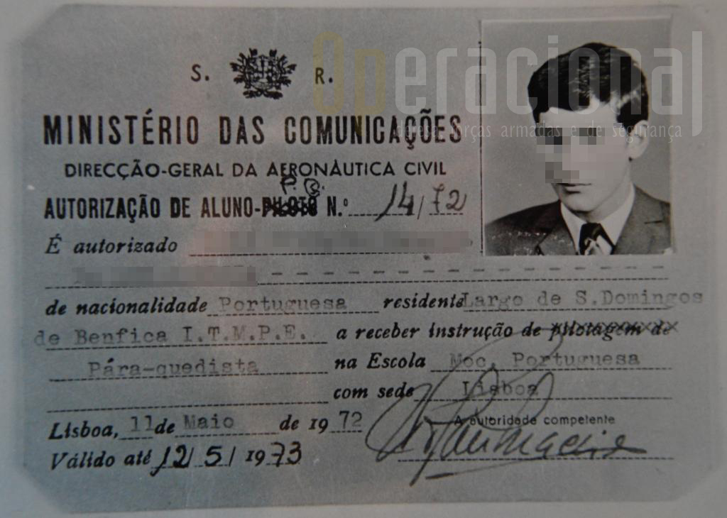 """1972: licença de """"aluno pára-quedista"""" emitida pela DGAC para receber instrução numa escola da ONMP. (Foto cedida por Luís Correia)"""
