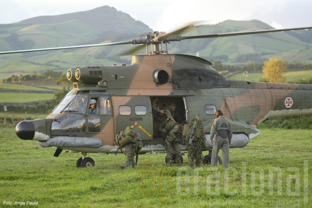 Nos Açores os Puma além das missões SAR e do apoio às populações civis ainda cumpriam missões de treino táctico com o Exército