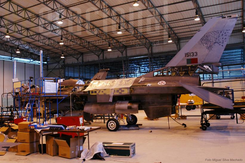 Hangar da manutenção: pode não parecer mas em breve voltará a voar