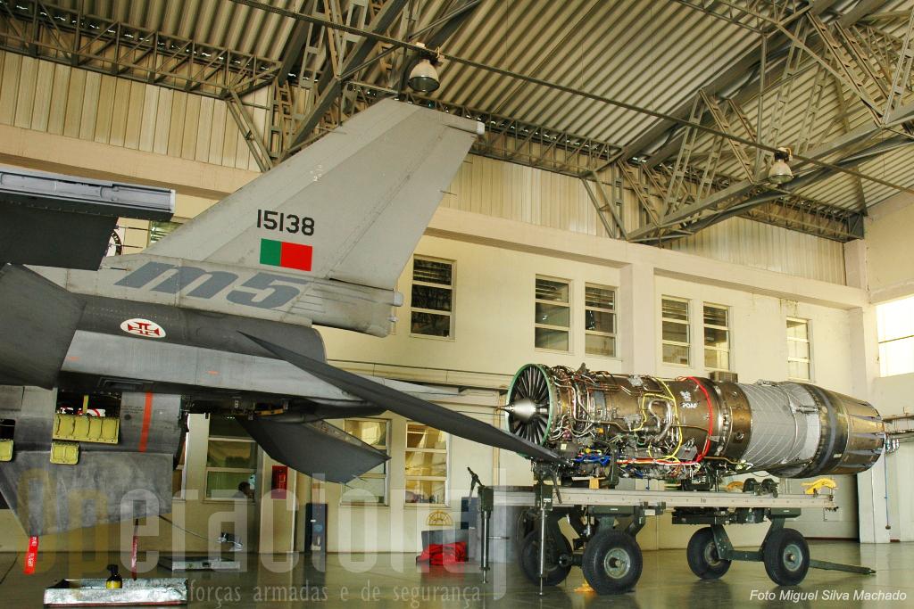 """A transformação dos motores, dos mais modernos do mundo, também é feita em Monte Real. O """"M5"""" é a versão mais avançada do MLU, aquela que nos coloca ao lado dos parceiros internacionais"""