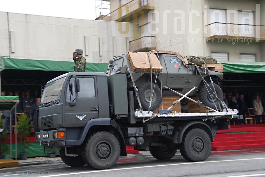 M11 Panhard do Esquadrãode Reconhecimento da Brigada de Reacção Rápida preparada para ser lançada em pára-quedas
