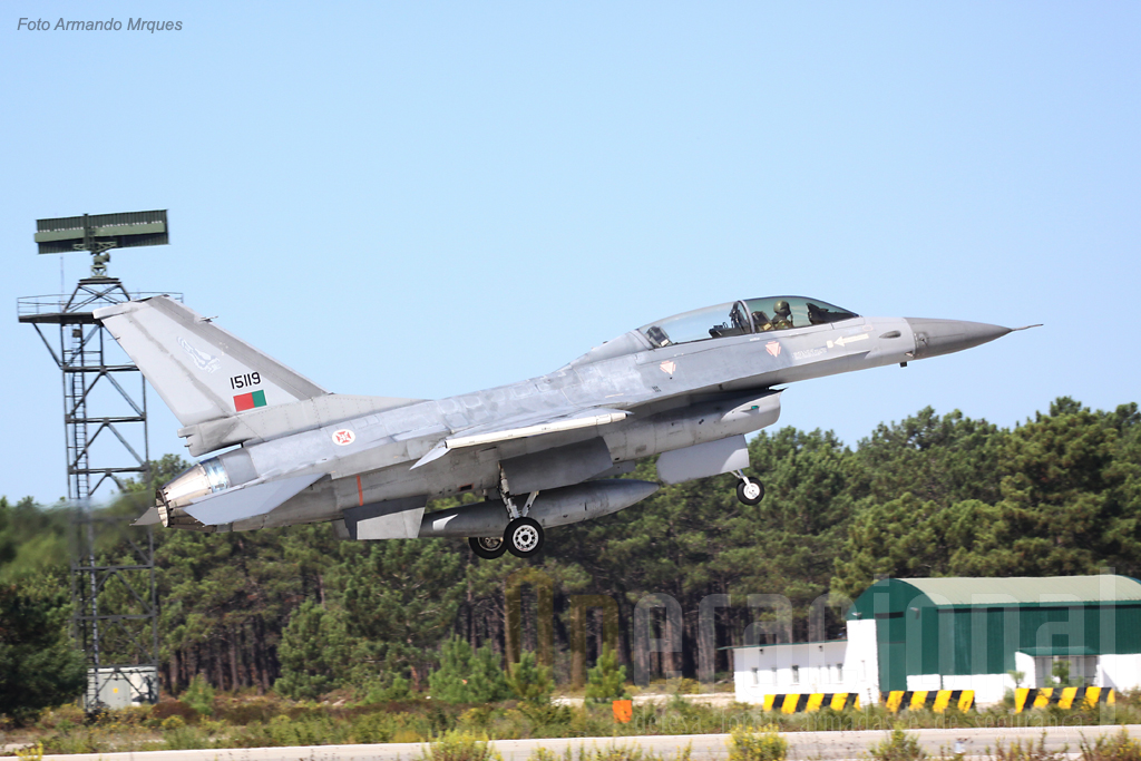 "Descolagem do ""15119"" F-16B"