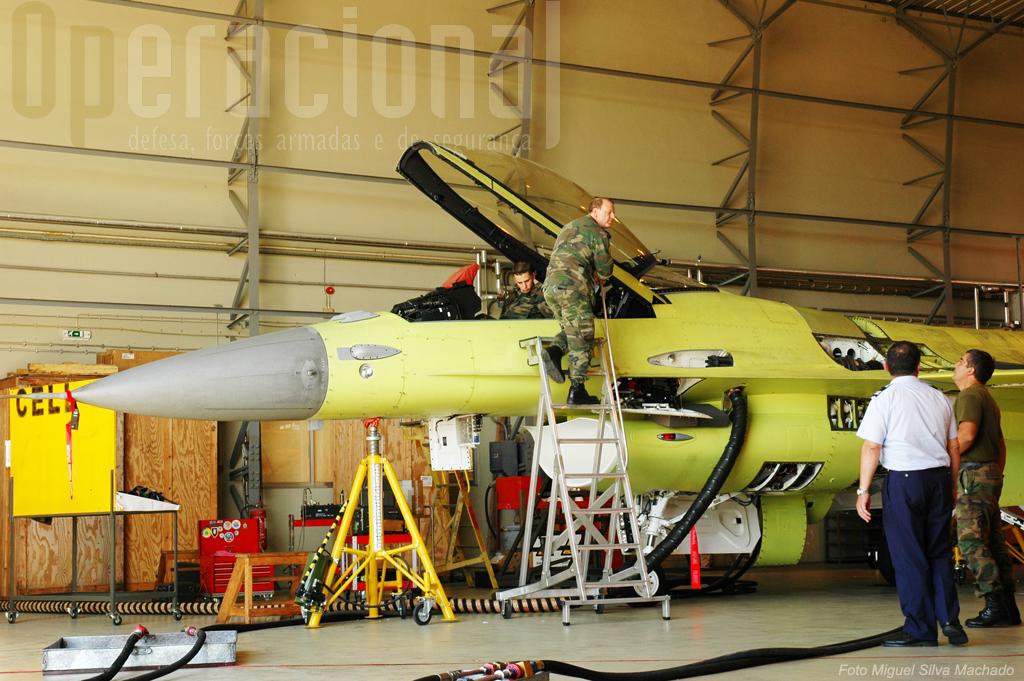 Até 2012 a Força Aérea espera tero processo de modernização das duas esquadras (30 aviões) completo. Os restantes serão para alienar.