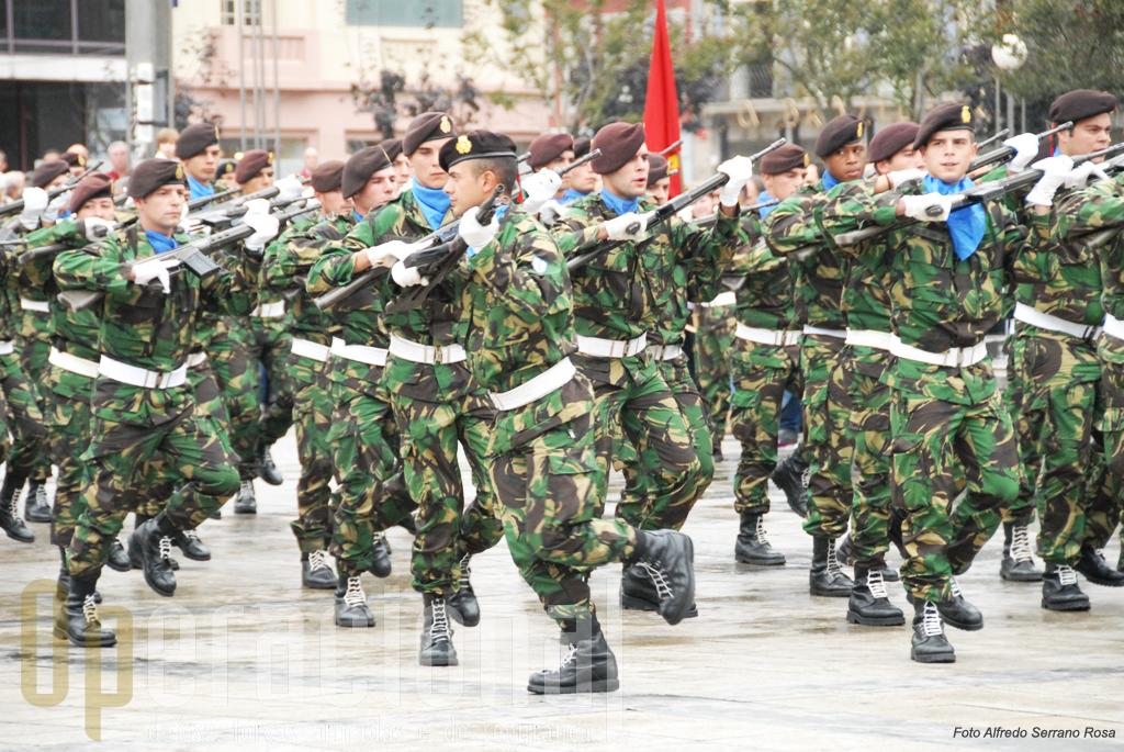 Militares da Brigada Mecanizada constituiram uma Força Auto-Comandada que fez curiosas evoluções bem sincronizadas