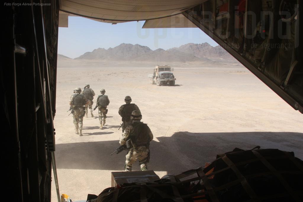Nesta missão, a guarnição local ansiava pela carga do C-130 português. Parte do material transportado já lhes fazia (muita) falta: munições.