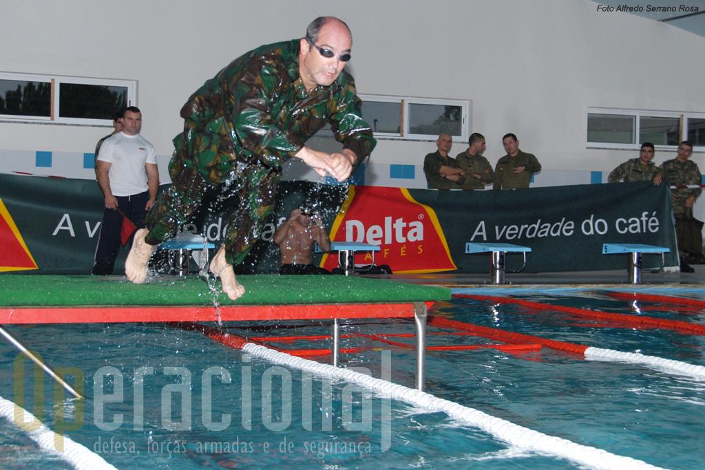 Natação com obstáculos é uma prova muito exigente fisicamente