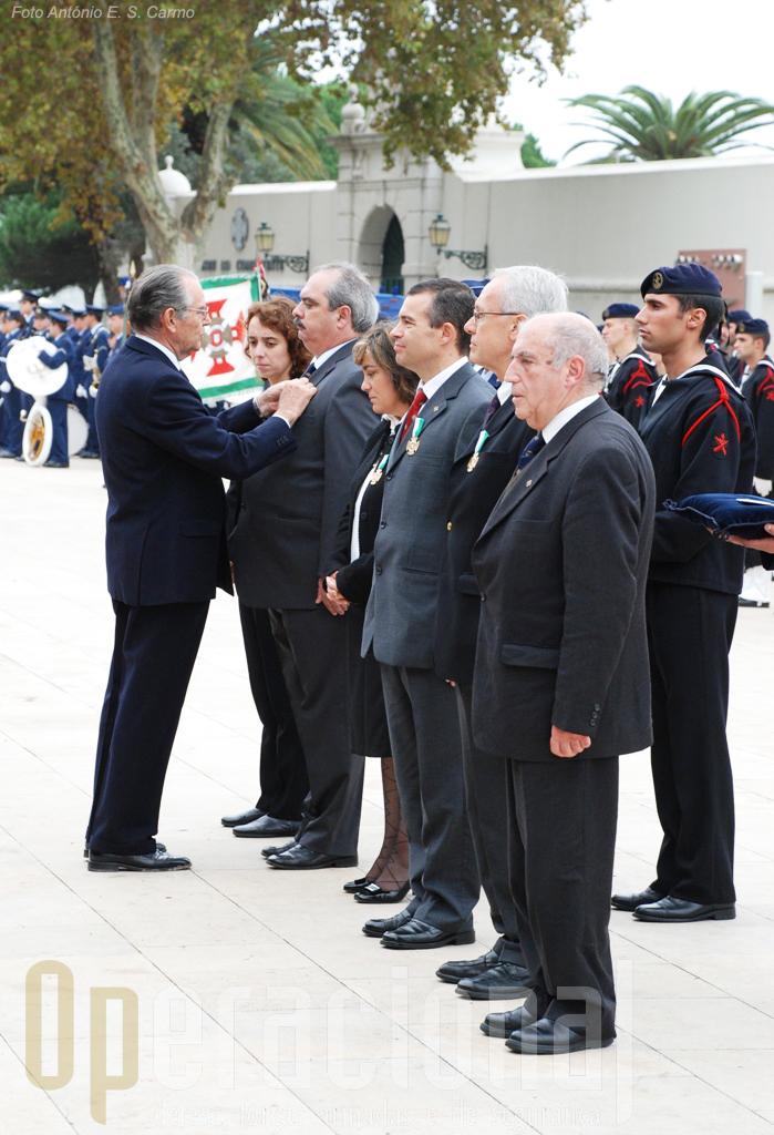 Imposição de condecorações a membros da Liga dos Combatentes.
