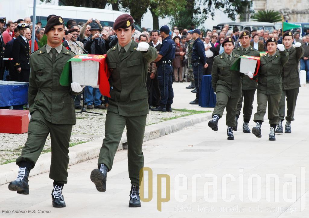 Os restos mortais de três militares do Exército mortos no Teatro de Operações da Guiné-Bissau estiveram presentes nesta significativa cerimónia.