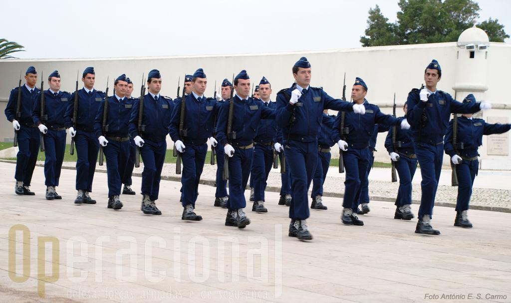 A Força Aérea Portuguesa encerrou o desfile.