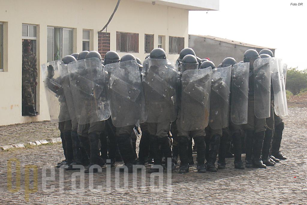 Aspectos do 1º Curso de Controlo de Tumultos para a Policia Militar da 3ª Região Militar da Guarda Nacional de Cabo Verde