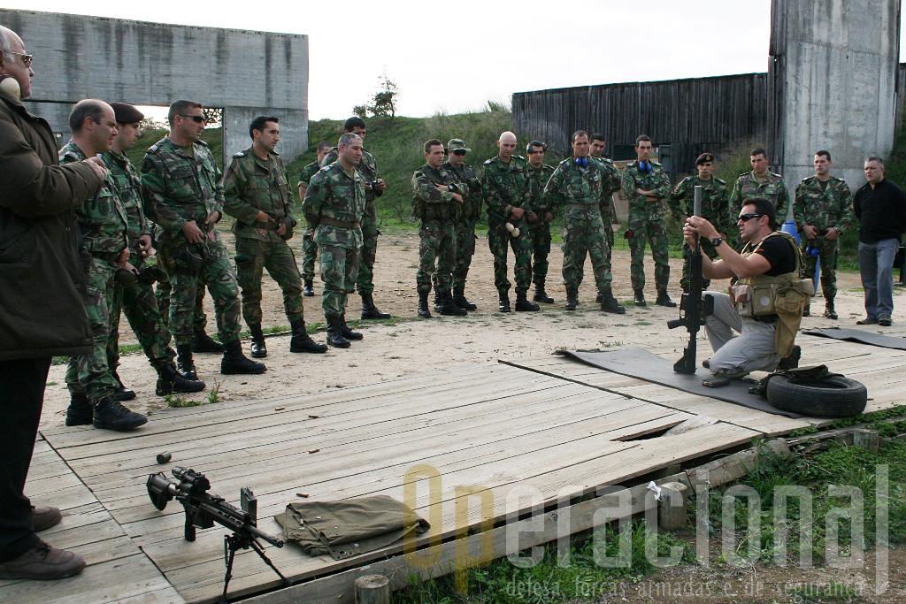 Miranda Neto apresentou a HK 417 na carreira de tiro do Centro de Tropas Comandos