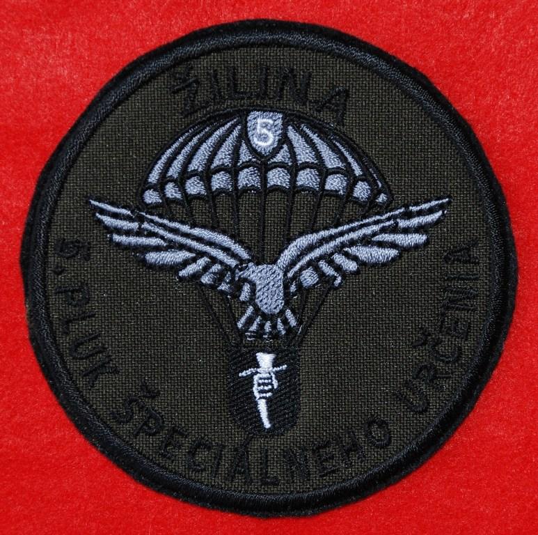 """Distintivo de identificação do 5º REGIMENTO DE FORÇAS ESPECIAIS """"JOSEPH GABCIKA"""" para uso no uniforme camuflado. (Col. de António E.S. Carmo)"""