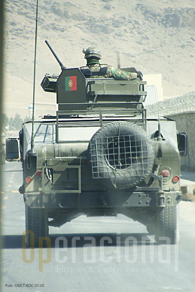 """No Afeganistão os deslocamentos da OMLT são sempre acompanhados pela """"Force Protection"""" portuguesa."""