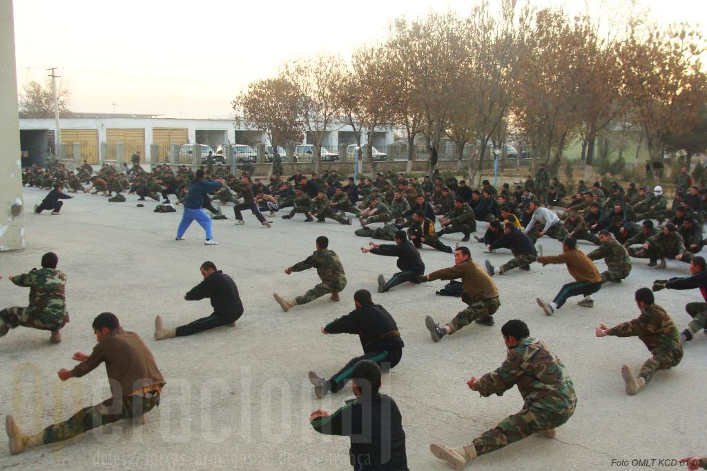Treino fisico matinal na Kabul Capital Division