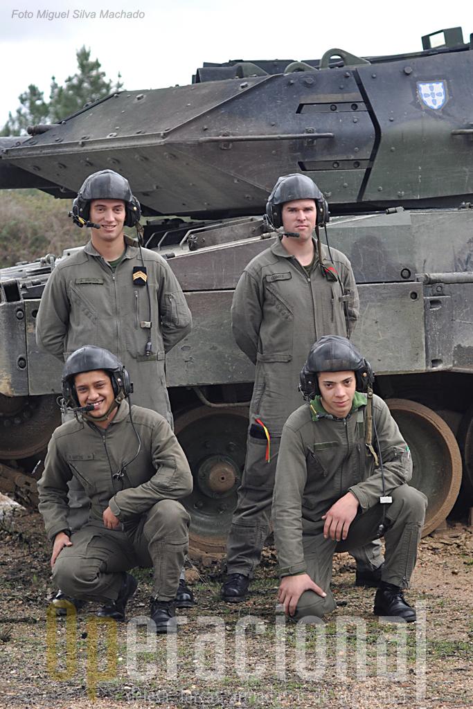 A guarnição do MX-42-20: em cima, da esquerda, 2Sar João Pires e 2Cab Miguel Gomes; em baixo, Soldados Vitor Campos e Ruben Martins.