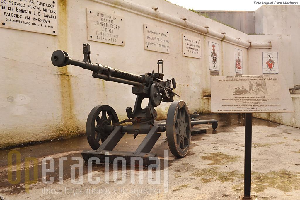 Metralhadora pesada capturada na antiga Guiné Portuguesa