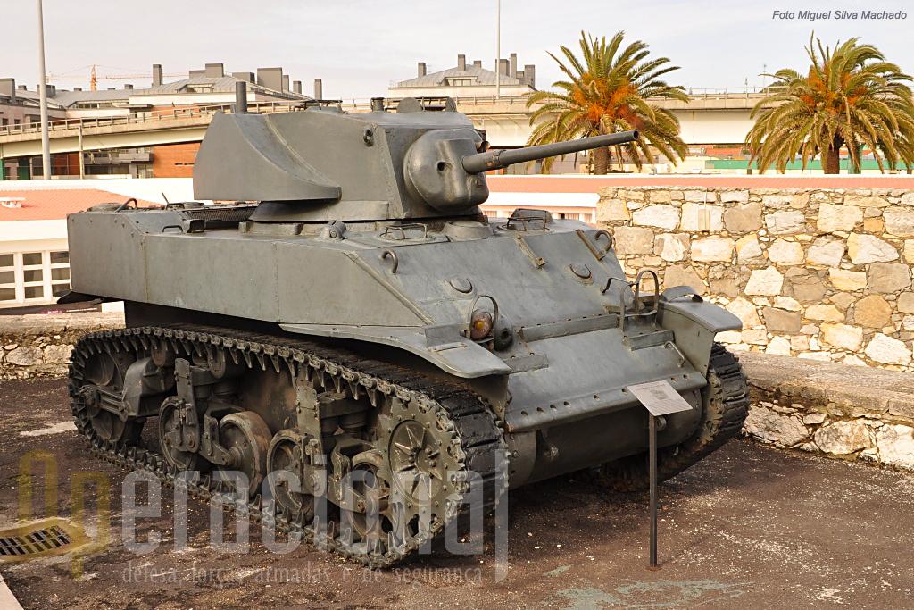 Os M5A1 chegaram a Portugal em 1956 e em 1967 três deles rumaram a Angola