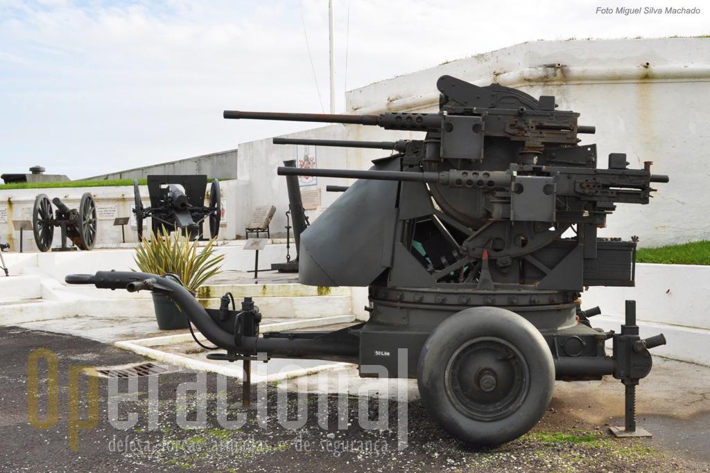 A quadrapula 12,7mm usadas para fogo anti-aéreo ou terrestre tinham um enorme poder de fogo