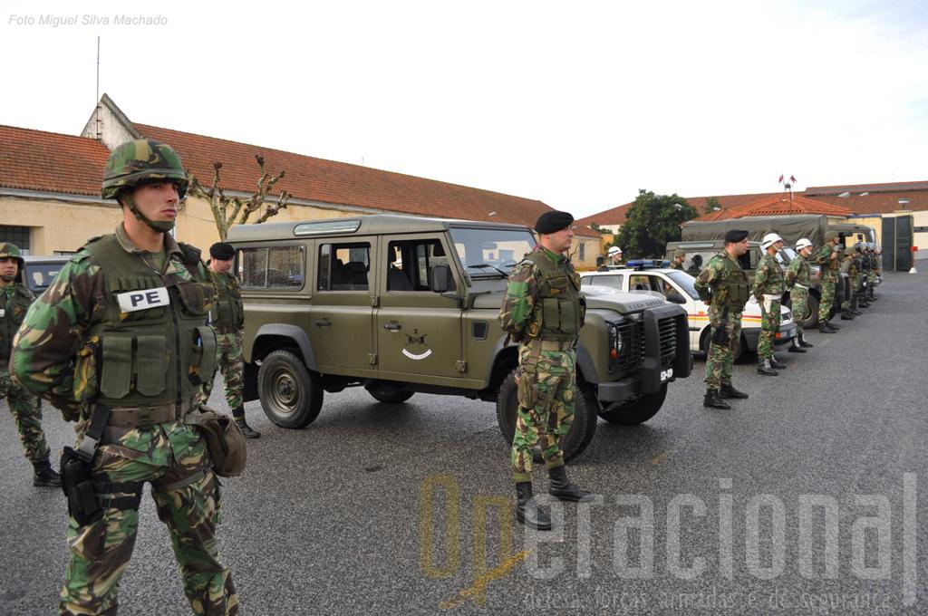 A Secção de Protecção Pessoal está equipada com novos Land-Rover Defender 110 4x4