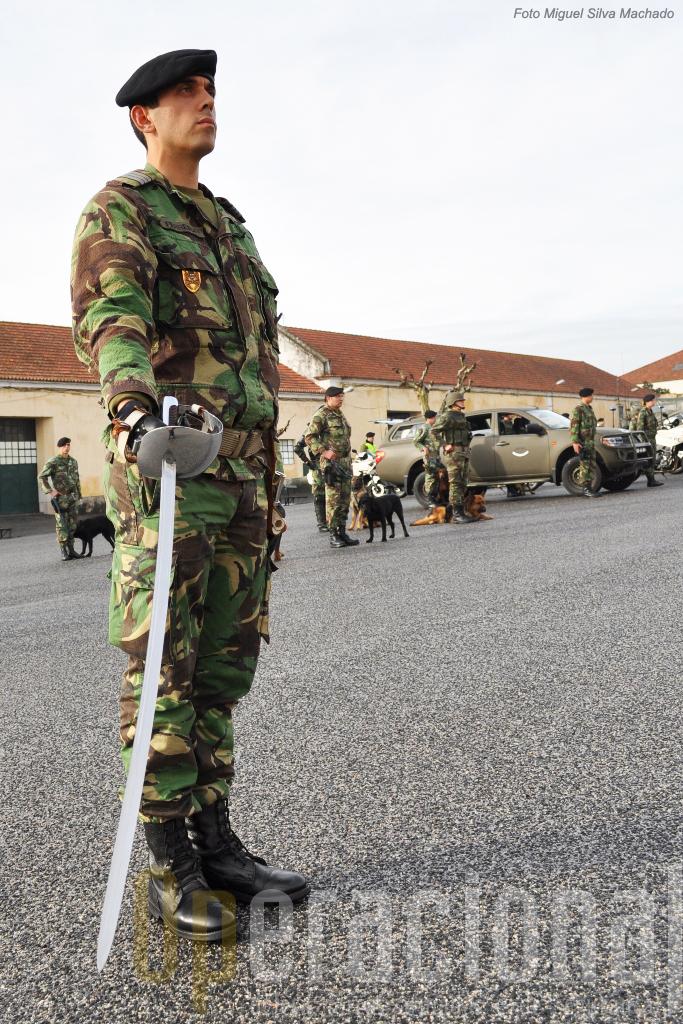 A espada continua presente no cerimonial da Cavalaria do Exército Português