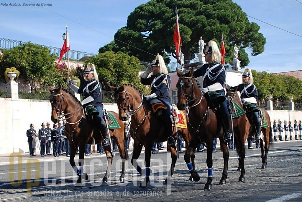 A cavalaria da GNR assegura missões de grande visibilidade pública em actos ligados às Honras de Estado mas também mantém a capacidade manutenção de ordem pública