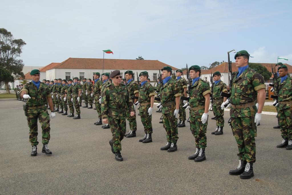 O Tenente-General Amaral Vieira, comandante das Forças Terrestres presidiu à cerimónia de S. Jacinto