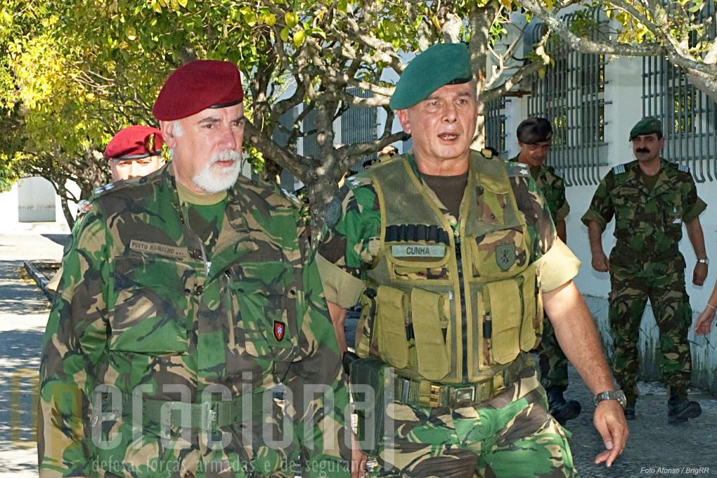 O Chefe do Estado-Maior do Exército, General Pinto Ramalho, de visita a Tancos no decurso de um exercicio da BrigRR.