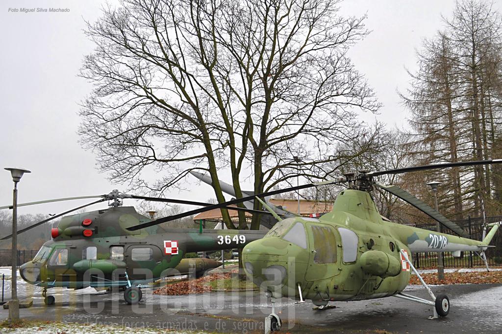 Helicóptero SM 1, à frente, utilizado entre 1956 e 1960 pela Força Aérea Polaca e em segundo plano o MI 2 em serviço a partir de 1974.