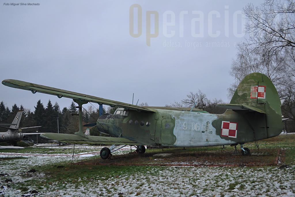 O Antonov AN-2 um dos mais robustos (e lentos!) aviões de transporte de origem soviética que também foram produzidos na Polónia desde 1960.