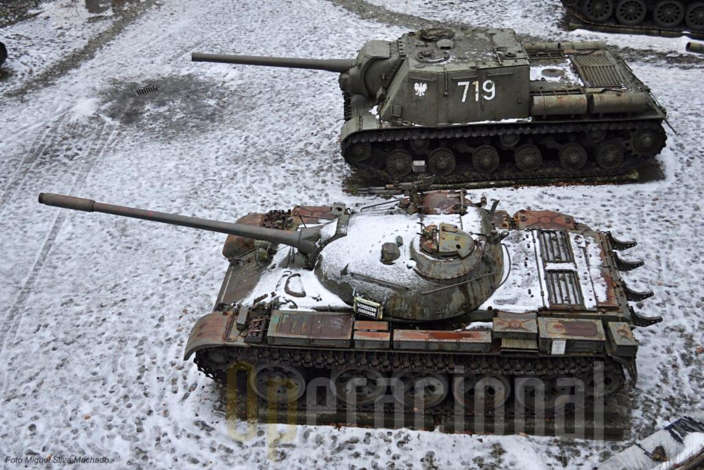 """O T-55 um dos mais usados carros de combate  usados no mundo no período da """"Guerra-Fria""""."""