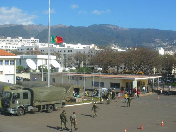O Regimento de Guarnição N.º 3 no Funchal, durante as operações de apoio às populações da cidade