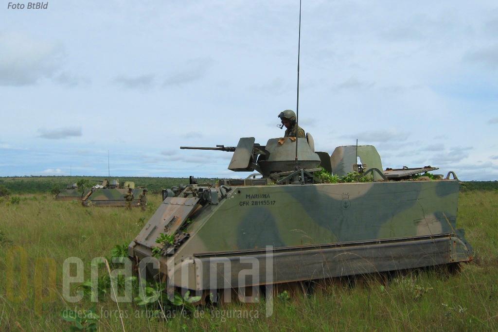O BtlBld dispõe de 24 M113A1 na versão transporte de pessoal, armados com metralhadora 12,2mm na torre.
