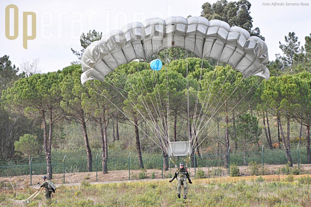Os SOGAs em condições normais devem aterrar bem perto uns dos outros para de imediato iniciarem em conjunto a missão que irão levar a cabo.