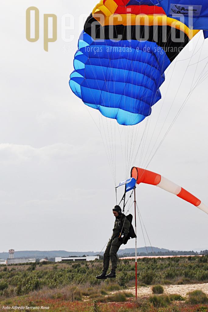 ...permitindo aterragens de precisão e seguras quando utilizados por pessoal experiente.