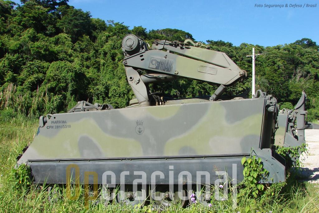 """Além das viaturas oficina os Fuzileiros Navais do Brasil também dispõem desta versão """"Viatura Socorro"""", o XM806E1."""