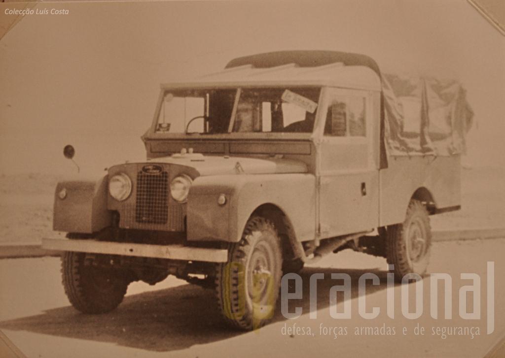 """Viatura de Transportes Gerais """"Land Rover"""" série I 3/4 ton. 4x4 m/1954"""