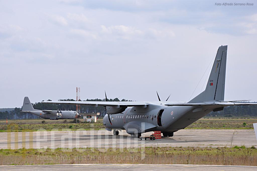 C-95M da Esquadra 502 da For Aérea Portuguesa e C-130 da 15ª Wing da Componente Aérea Belga. Tancos tem condições ideiais - ou próximo disso - para apoiar um futuro Centro de Excelência da NATO