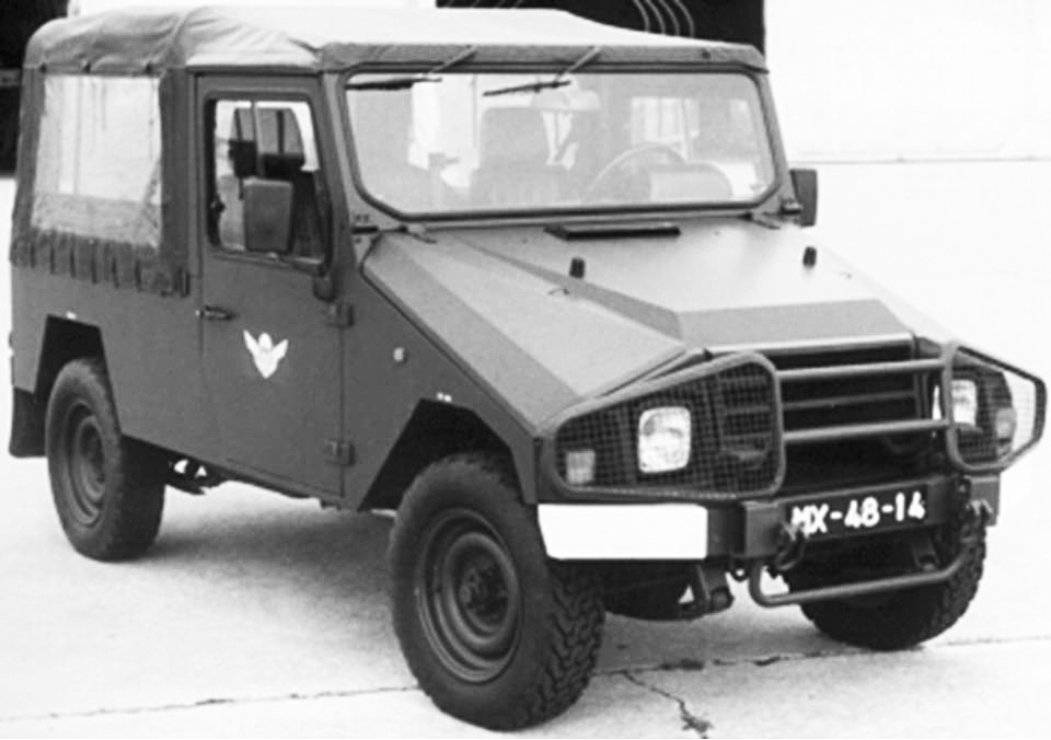 """Viatura de Transportes Gerais """"UMM Alter II"""" 0,25 ton. 4x4 m/1989"""