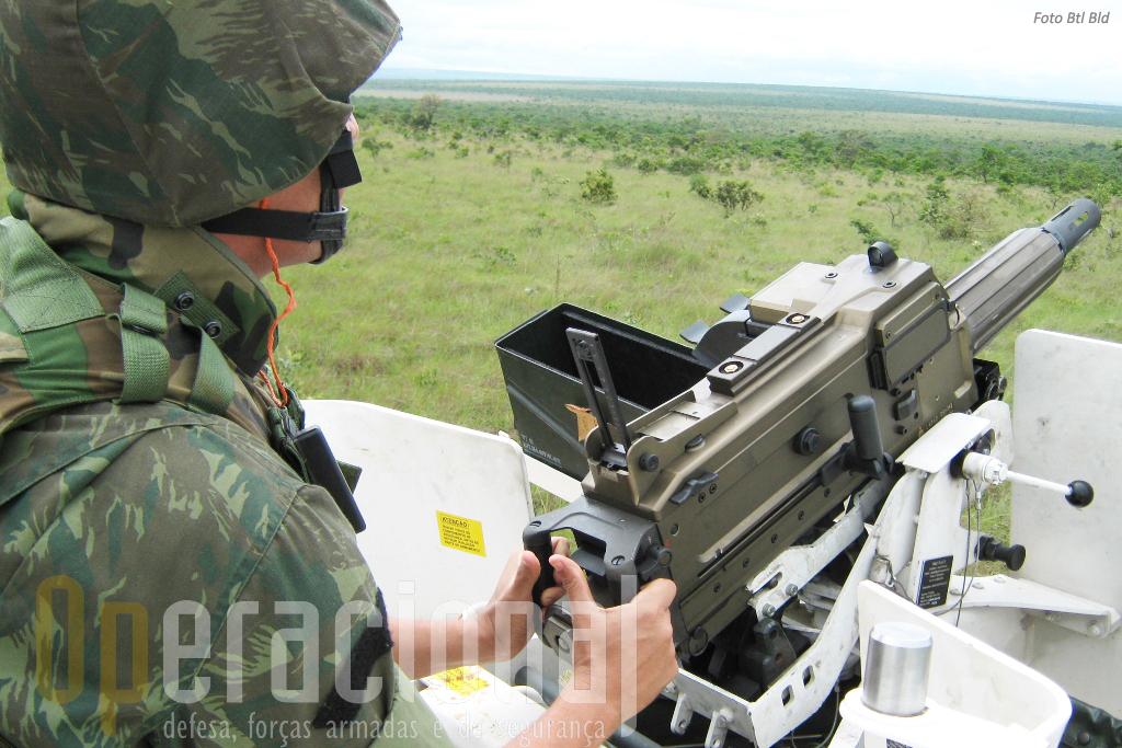 O Lança Granadas Automático SB 40mm, bem conhecido do Exército português também é usado pelos Fuzleiros Navais do Brasil